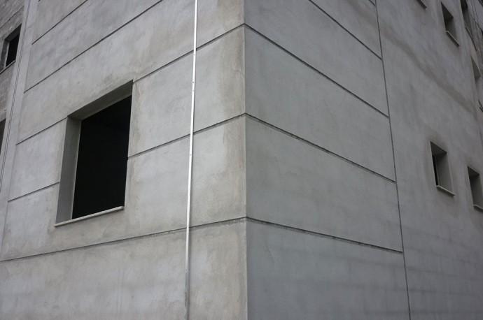 Execução do reboco externo da torre