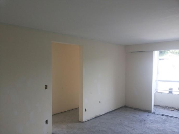 Execução do calfino nos apartamentos e corredores do 5º pavimento