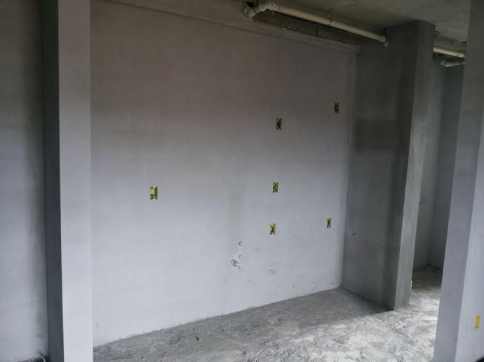 Execução do reboco interno no 2º pavimento da torre 1