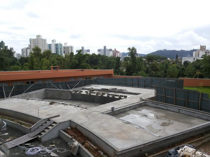 Conclusão do reboco do complexo de piscinas