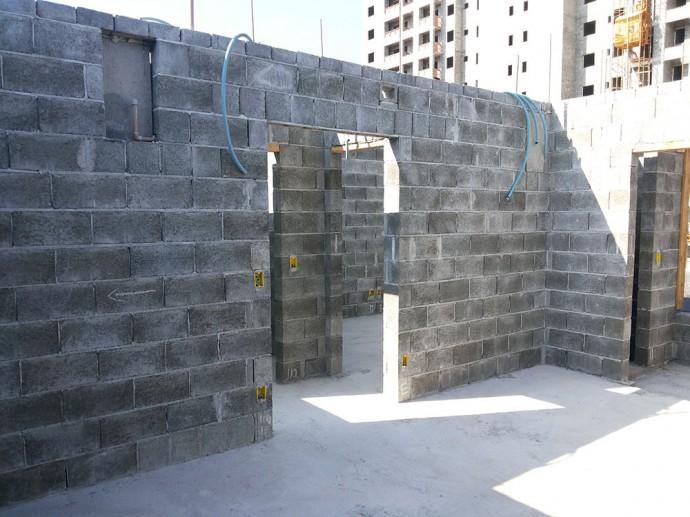 Alvenaria do 2º andar de apartamentos da Torre 2